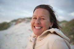 Mujer mayor atractiva del retrato fotos de archivo