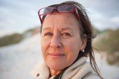 Mujer mayor atractiva del retrato foto de archivo libre de regalías