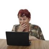 Mujer mayor con el cuaderno Fotos de archivo libres de regalías