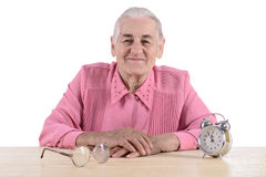 Mujer mayor con el reloj Imágenes de archivo libres de regalías