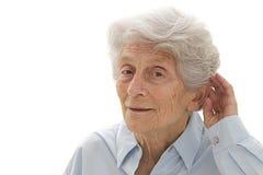 Mujer mayor con problemas de la audiencia Imagenes de archivo
