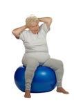 Mujer mayor con una bola del ajuste Imágenes de archivo libres de regalías