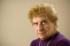 Mujer mayor deprimida. Imagen de archivo