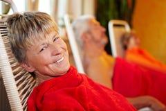 Mujer mayor después del tratamiento del balneario Foto de archivo libre de regalías