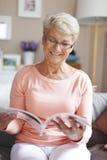 Mujer mayor en el país Imagen de archivo libre de regalías