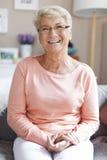 Mujer mayor en el país Imagenes de archivo