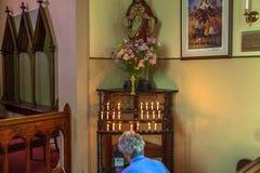 Mujer mayor en Richmond Church imagen de archivo libre de regalías