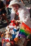 Mujer mayor en su carro colorido en el orgullo de Toronto Imagen de archivo libre de regalías
