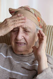 Mujer mayor enferma Foto de archivo libre de regalías