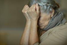 Mujer mayor enferma imágenes de archivo libres de regalías