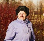 Mujer mayor optimista Foto de archivo