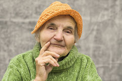 Mujer mayor pensativa Fotografía de archivo