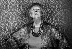 Mujer mayor presumida foto de archivo