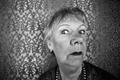 Mujer mayor presumida fotos de archivo