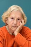 Mujer mayor que se enfurruña Fotografía de archivo libre de regalías