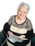 Mujer mayor que sostiene el dinero en manos Fotografía de archivo libre de regalías