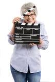 Mujer mayor que sostiene una tablilla foto de archivo