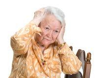 Mujer mayor que sufre de dolor de cabeza Fotos de archivo