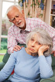 Mujer mayor que sufre de la depresión confortada por el marido Foto de archivo libre de regalías