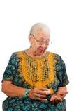 Mujer mayor que toma píldoras Imágenes de archivo libres de regalías