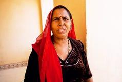 Mujer mayor seria en pañuelo indio Imagenes de archivo