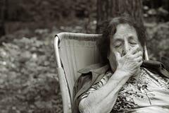 Mujer mayor sola Imágenes de archivo libres de regalías