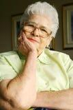 Mujer mayor sonriente Foto de archivo libre de regalías