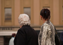 Mujer mayor y chica joven Foto de archivo libre de regalías