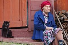 Mujer mayor y gato Foto de archivo