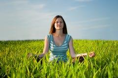 Mujer meditating Foto de archivo libre de regalías