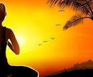 Mujer meditating en la tapa de la montaña libre illustration