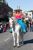 Mujer mexicana en 115o Dragon Parade de oro anual, Ne lunar Foto de archivo libre de regalías