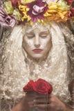 Mujer misteriosa detrás del velo Imagenes de archivo