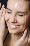 Mujer mojada y feliz Imagenes de archivo