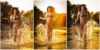 Mujer morena atractiva en el traje de baño que corre en agua de río Mujer joven atractiva que juega con agua durante puesta del s Fotos de archivo libres de regalías