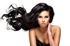 Mujer morena hermosa con el pelo negro largo Fotografía de archivo libre de regalías