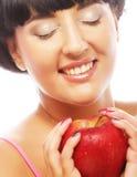Mujer morena joven con la manzana roja fotografía de archivo libre de regalías