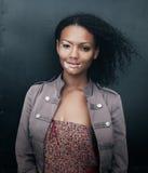 Mujer morena joven hermosa con enfermedad del vitiligo Fotografía de archivo libre de regalías