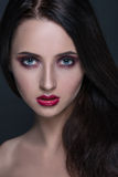 Mujer morena joven hermosa con la piel perfecta Fotografía de archivo