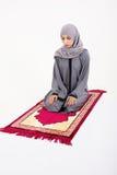 Mujer musulmán árabe que ruega Fotografía de archivo libre de regalías