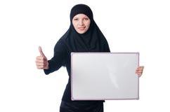 Mujer musulmán con el tablero en blanco foto de archivo