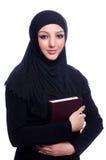 Mujer musulmán joven con el libro Imagen de archivo libre de regalías