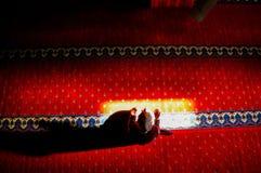 Mujer musulmán que ruega Fotografía de archivo libre de regalías