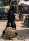 Mujer musulmán velada en Bangalore. fotos de archivo libres de regalías