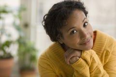 Mujer negra bastante joven Foto de archivo