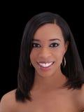Mujer negra bastante joven con sonrisa grande Foto de archivo libre de regalías