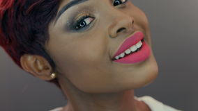 Mujer negra emocional hermosa almacen de video