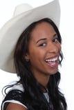 Mujer negra en un sombrero de vaquero. Imagen de archivo