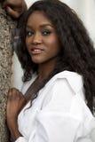 Mujer negra joven de Attracttive Imagenes de archivo