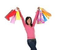 Mujer negra joven emocionada con los bolsos de compras Fotos de archivo libres de regalías
